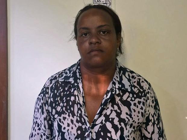 A moradora de Ceilândia Adriana Pereira Gonçalves, de 45 anos, foi presa nesta quinta-feira (18) (Foto: Polícia Civil/Divulgação)
