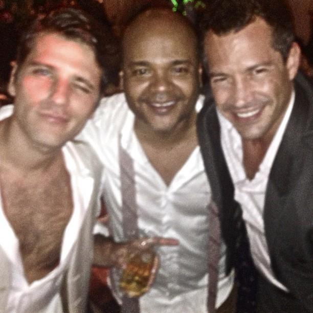 Bruno Gagliasso, Ale de Souza e Malvino Salvador no casamento de Fiorella Mattheis e Flavio Canto (Foto: Instagram/Reprodução)