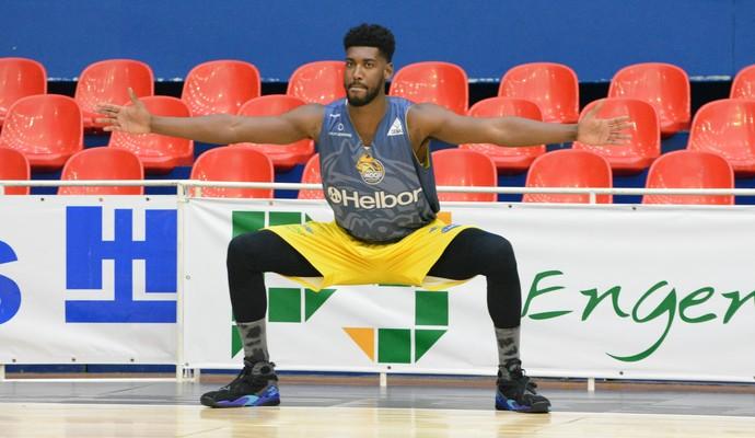 Gerson pivô Mogi das Cruzes basquete (Foto: Cairo Oliveira)