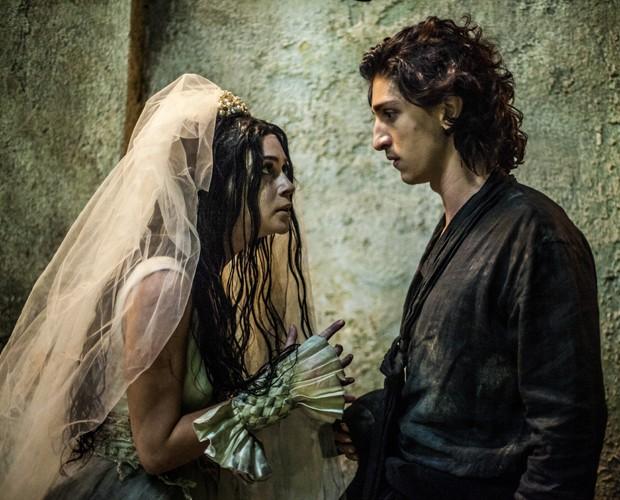 Marina Ruy Barbosa contracenando com Johnny Massaro em Amorteamo (Foto: Matheus Cabral / TV Globo)