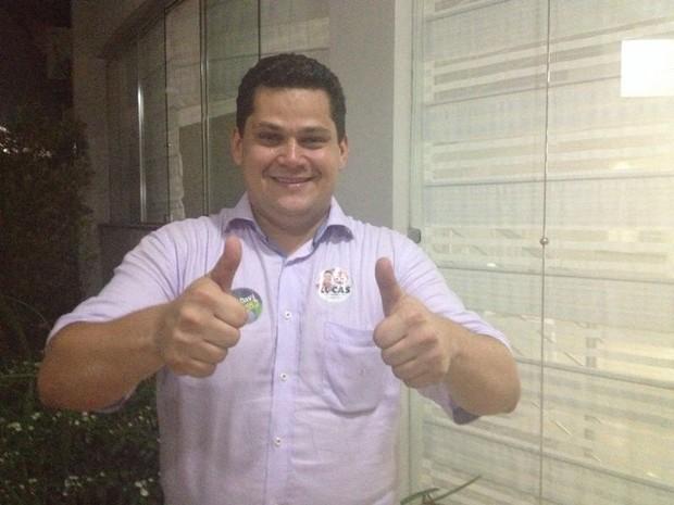 Davi Alcolumbre comemora eleição ao Senado pelo Amapá (Foto: Dyepeson Martins/G1)