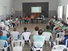 Igreja treina voluntários para ajudar bebês com microcefalia