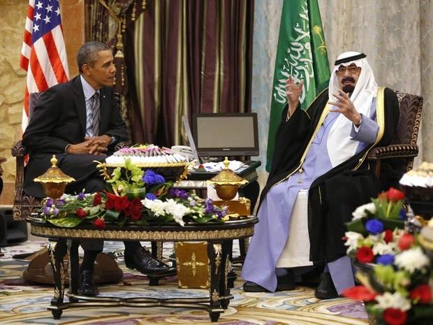 Barack Obama, presidente dos Estados Unidos, e Abdullah, rei da Arábia Saudita, se encontram (Foto: REUTERS/Kevin Lamarque)
