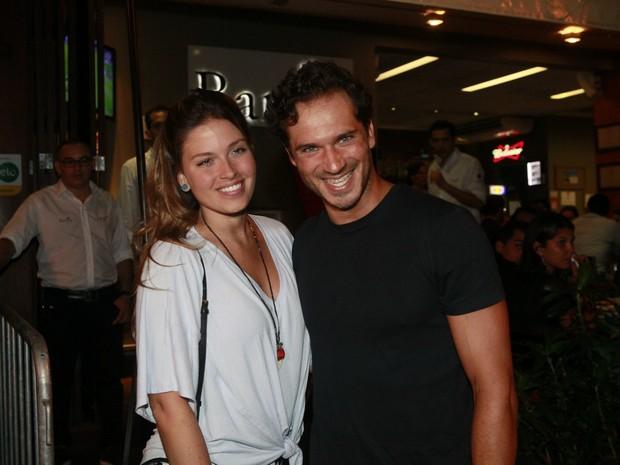 Paulo Rocha e a namorada, Juliana Pereira, em festa na Zona Sul do Rio (Foto: Isac Luz/ EGO)