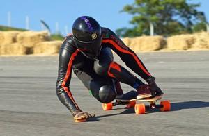 caio cézar skate downhill juiz de fora (Foto: Caio Cézar / Arquivo Pessoal)