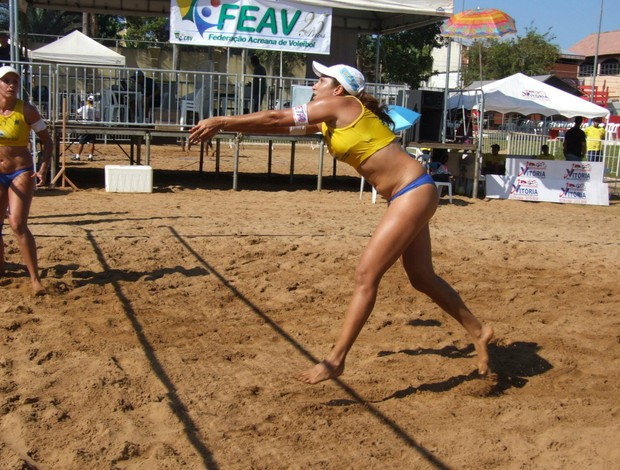 Participação em competição de vôlei de areia. (Foto: Erlane Mota/Arquivo pessoal)