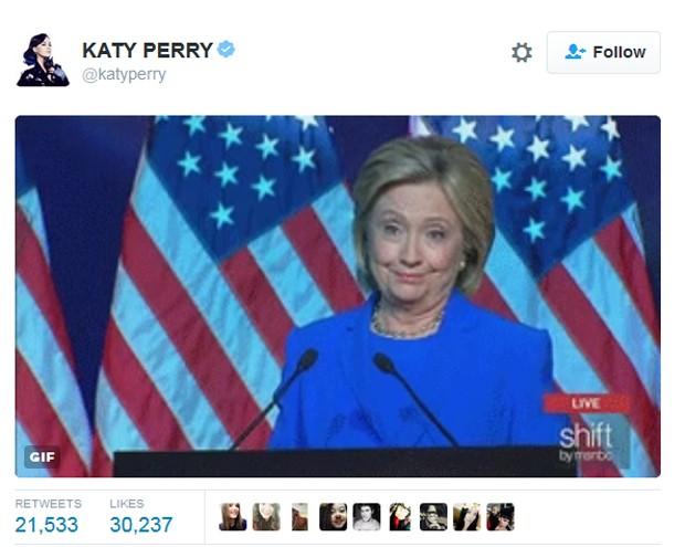 Katy Perry divulga GIF irônico após críticas de Calvin Harris a Taylor Swift dizendo que ela queria 'derrubá-lo como fez com Katy' (Foto: Reprodução / Twitter)