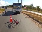 Ciclista morre atingido por ônibus em Salvador, diz polícia