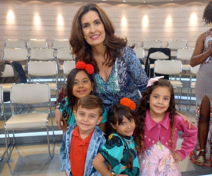 Fátima com crianças que participaram do programa (Foto: Carolina Morgado/Gshow)