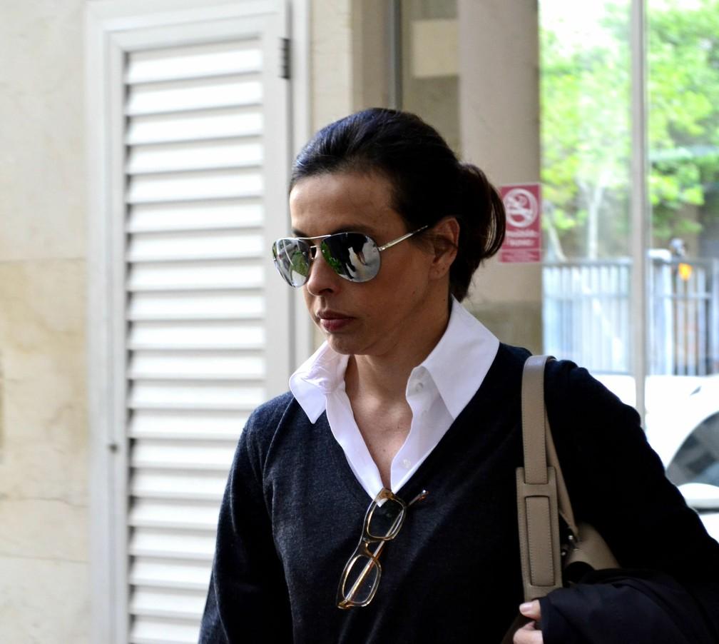 Adriana Ancelmo, ex-primeira dama esposa do ex-governador Sérgio Cabral, compareceu para depoimento acompanhada de seus advogados, na Justiça Federal, no Centro do Rio, nesta quarta-feira (Foto: PAULO CARNEIRO/AGÊNCIA O DIA/ESTADÃO CONTEÚDO)