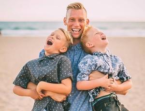 Casey com seus filhos  (Foto: Reprodução / @jglazecreek)