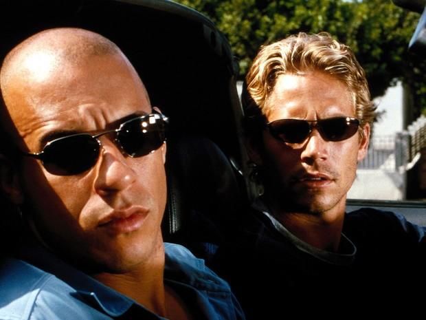Paul Walker e Vin Diesel em 'Velozes e furiosos' (2001). (Foto: Divulgação)