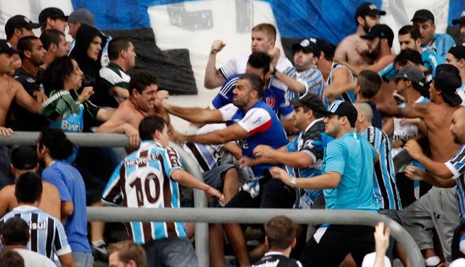 Briga na torcida Grêmio (Foto: Wesley Santos/Agência PressDigital)