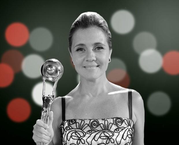 Congela! Adriana Esteves levou o troféu de Melhor Atriz (Foto: Domingão do Faustão/ TV Globo)