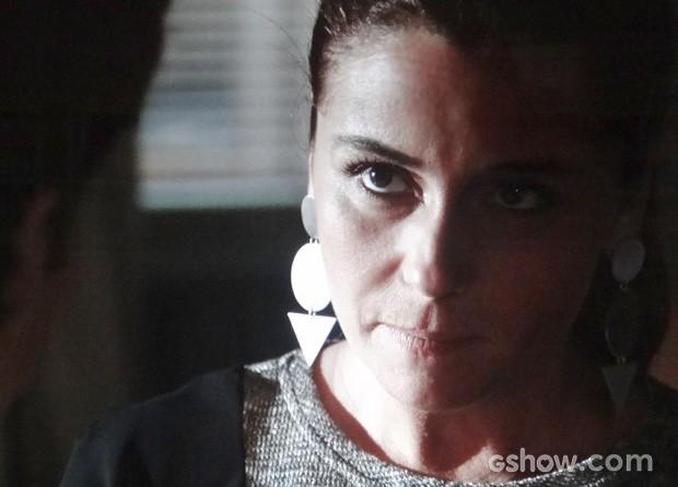 Clara diz que omarido não precisa que ela sinta pena (Foto: Em Família/TV Globo)