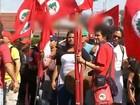 Integrantes de MST que invadiram fazenda em Jaú fazem protesto
