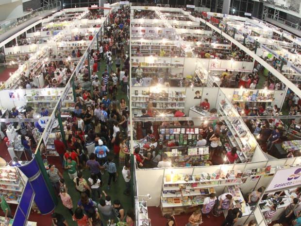 Cerc ade 450 mil pessoas são esperadas para visitar os 90 mil livros que devem ser expostos na programação (Foto: Carlos Borges / O Liberal)