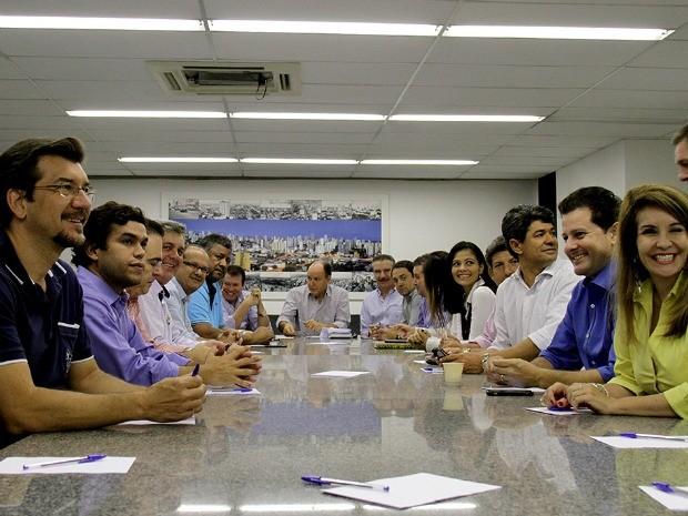 Deputados estaduais de MS durante reunião de definição da nova Mesa Diretora da Assembleia Legislativa (Foto: Wagner Guimarães/ALMS)
