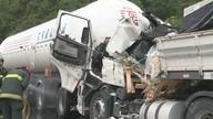 Homem morre durante colisão entre dois caminhões em Miracatu