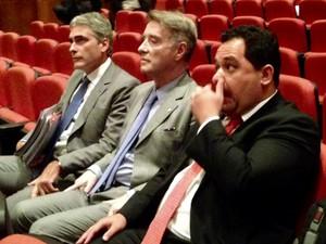 Eike Batista acompanhado de seus advogados (Foto: Cristiane Cardoso/G1)
