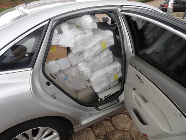 Produtos de descaminho foram avaliados em R$ 30 mil (Foto: Divulgação / Polícia Rodoviária)