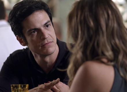 Eric confessa para Maria Pia que desconfia de armação de Athaíde