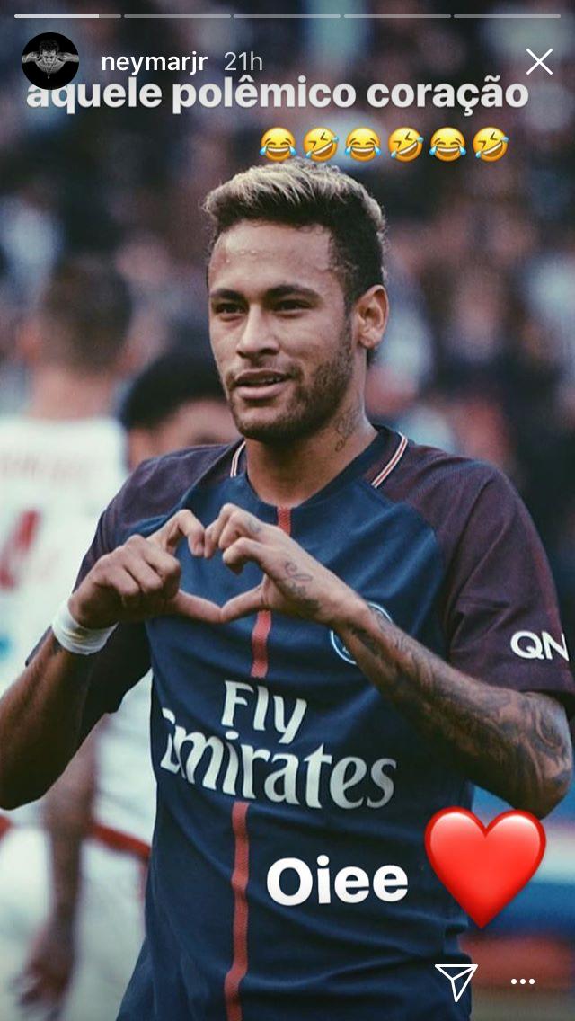 Neymar Jr fez o gesto durante comemoração no jogo contra o Bordeaux (Foto: reprodução/instagram)