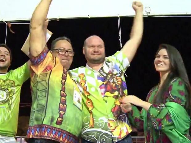 Premiação dos vencedores do Carnaval de Uruguaiana (Foto: Reprodução/RBS TV)