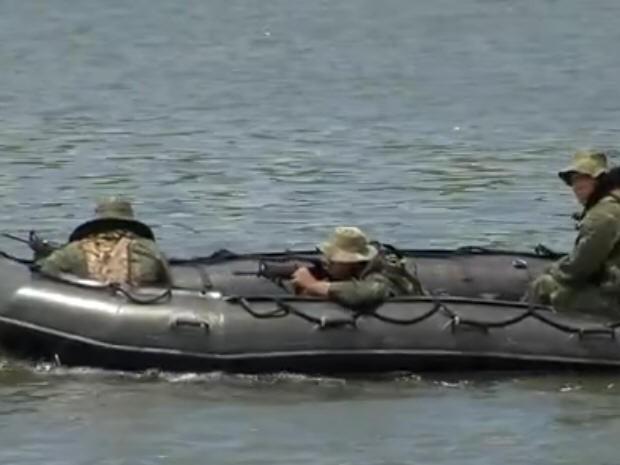 Marinha realiza treinamento no Porto de Santos (Foto: Reprodução / TV Tribuna)