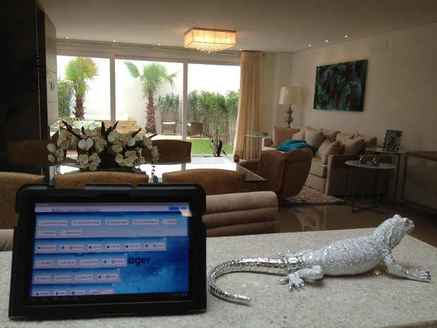 Sistema de monitoramento e controle pode ser acessado remotamente através de aplicativo (Foto: Divulgação)