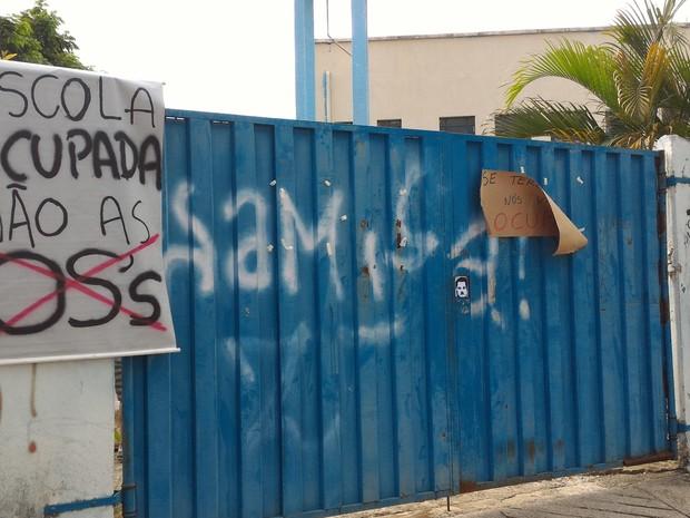Alunos ocupam escola estadual em protesto contra terceirização, em Goiás (Foto: Vanessa Martins/G1)
