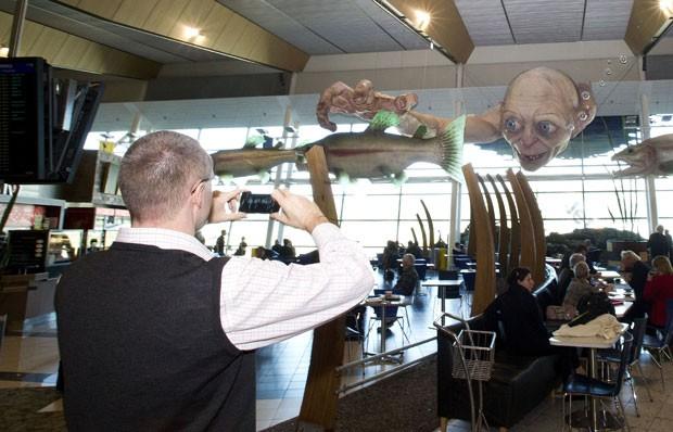 Escultura gigante de Gollum virou atração em aeroporto neozelandês. (Foto: Marty Melville/AFP)