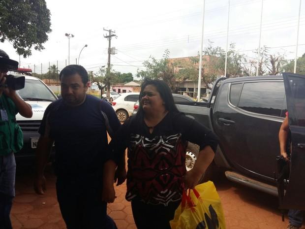 A ex-deputada Ana da 8 foi levada para a delegacia de Guajará-Mirim (Foto: Reprodução whatsapp)