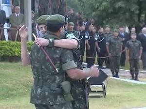 Troca de comando ocorreu na terça-feira (26) em Porto Alegre (Foto: Reprodução/RBS TV)