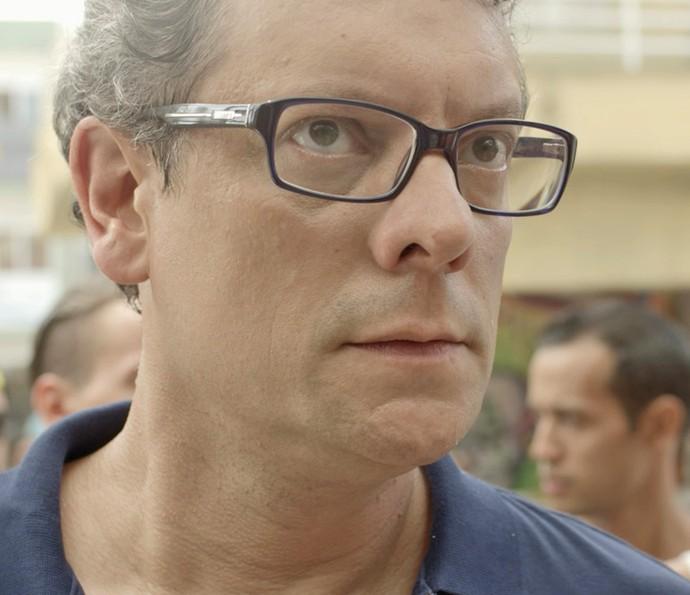 Miguel chega no Dom Fernão e procura os filhos (Foto: Tv Globo)