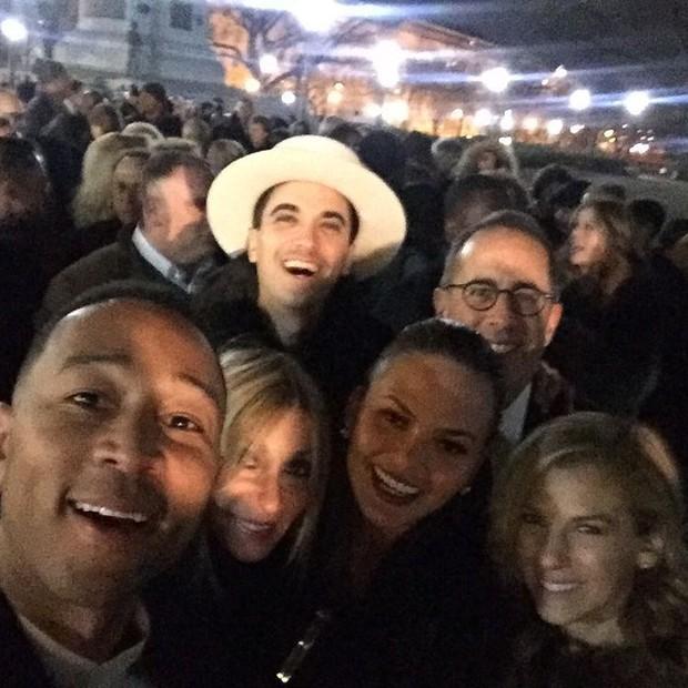 John Legend, Chrissy Teigen, Jerry Seinfeld, Mimi Sam e DJ Cassidy  (Foto: Reprodução)