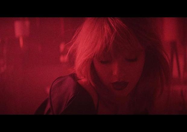 Taylor Swift em seu novo clipe com Zayn Malik (Foto: Reprodução)