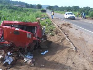 Colisão entre caminhões deixa morto e ferido na BR 364 em Ariquemes (Foto: Rede Amazônica/Reprodução)