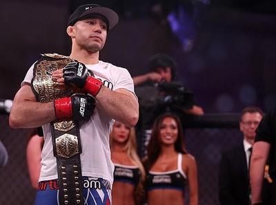 Marlon Moraes com o cinturão do WSOF MMA (Foto: Divulgação)