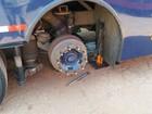 Macaco quebra, e ônibus cai sobre borracheiro que trocava pneu em GO