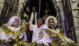 Águia de Ouro faz 'samba-procissão' com homenagem a Virgem Maria (Caio Kenji/ G1)