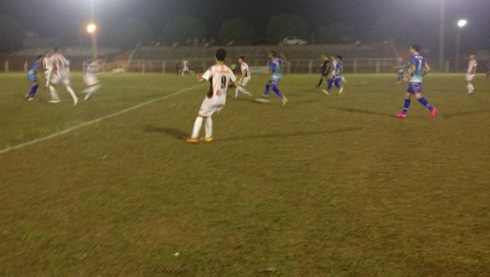 Espigão e Pimentense no estádio Luizinho Turatti, pela abertura do estadual juvenil (Foto: Rogério Aderbal)