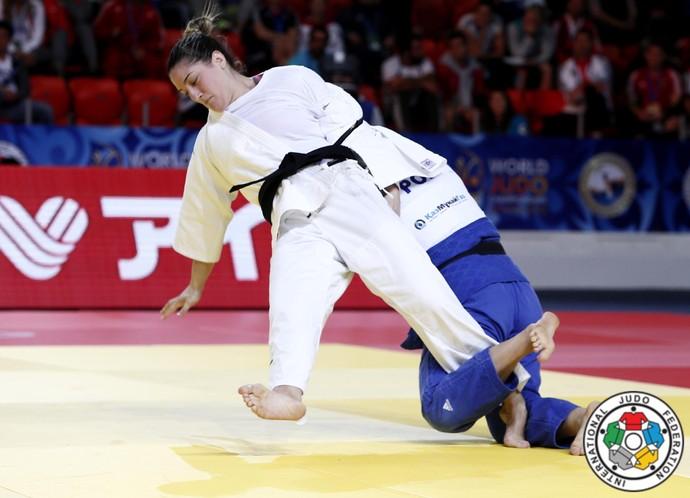 Mayra Aguiar contra Daria Pogorzelec, Mundial de Astana (Foto: IJF Media / G. Sabau and Zahonyi)
