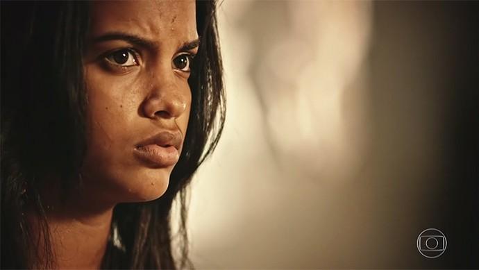 Isabel causa climão na família dos Anjos ao dizer que todos têm que abrir os olhos para os 'Saruês' que andam por ali (Foto: TV Globo)