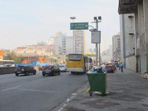 Radar na Avenida Prestes Maia, com limite de 60 km/h, foi um dos que mais multaram 2012 (Foto: Márcio Pinho/G1)