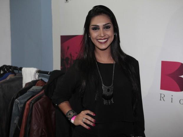 Ex-BBB Amanda em show no Rio (Foto: Isac Luz/ EGO)