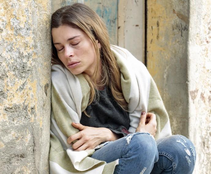 Larissa passa frio na cracolândia (Foto: Felipe Monteiro / Gshow)