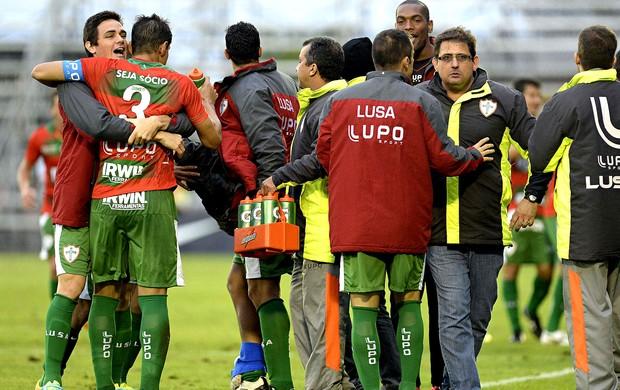 Jogadores portuguesa comemoração gol internacional (Foto: André Antunes / Futura Press)