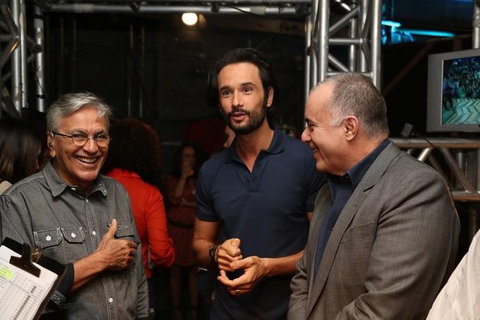 Nos bastidores, Tony revelou ser fã do trabalho de Rodrigo Santoro (Foto: Carol Caminha/Gshow)