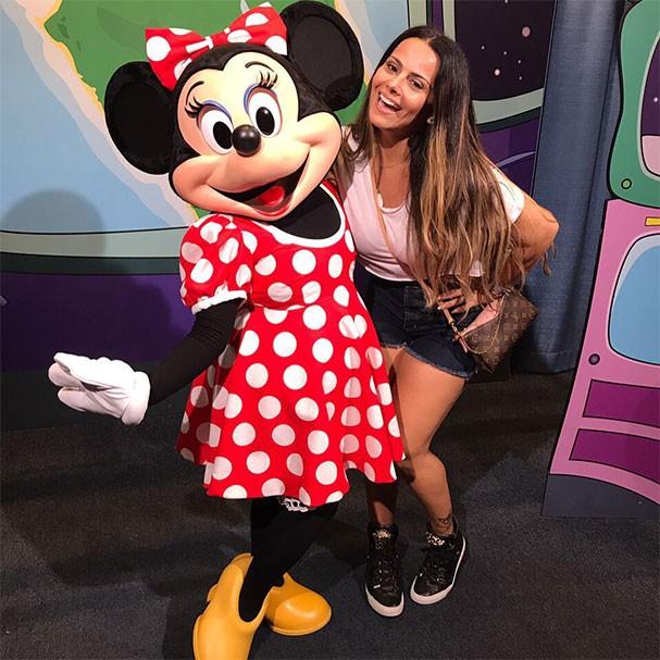 Viviane Araújo e a ratinha Minnie (Foto: Reprodução/Instagram)